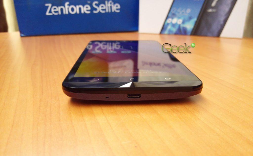 Asus Zenfone Selfie bottom