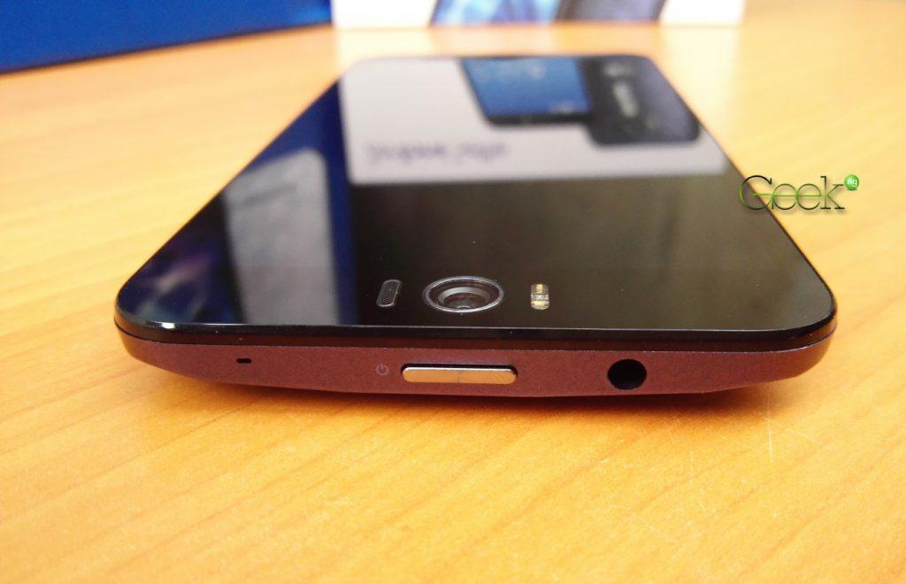 Asus Zenfone Selfie top
