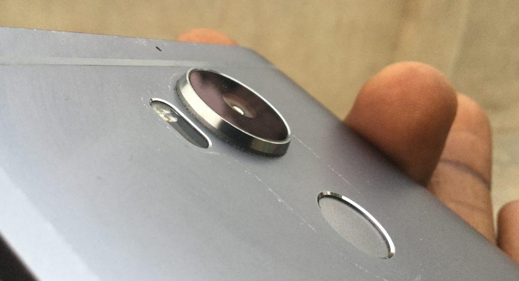 camera bump on smartphone